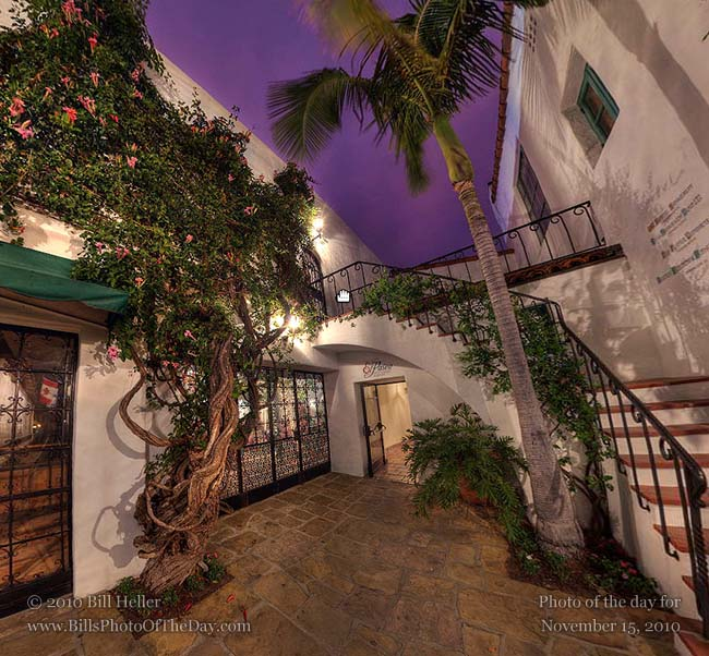 360° view of the courtyard behind the El Paseo Restaurant